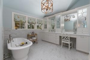 kistner bathroom 2
